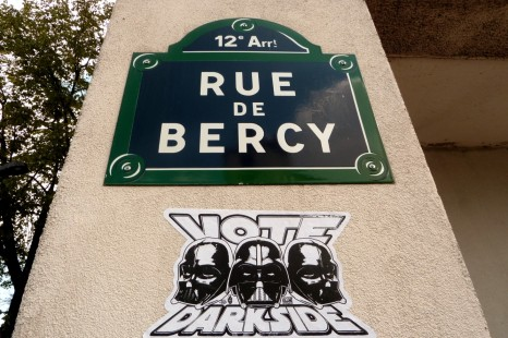 Vote-Darkside-sticker-Rue-de-Bercy-12e-paris-street-art.jpg