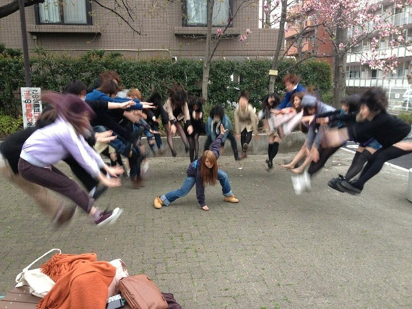 Dragon Ball Z Kamehameha par des school girls japonaises
